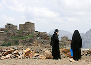 Yemen, Al Hajjara, two veiled women.