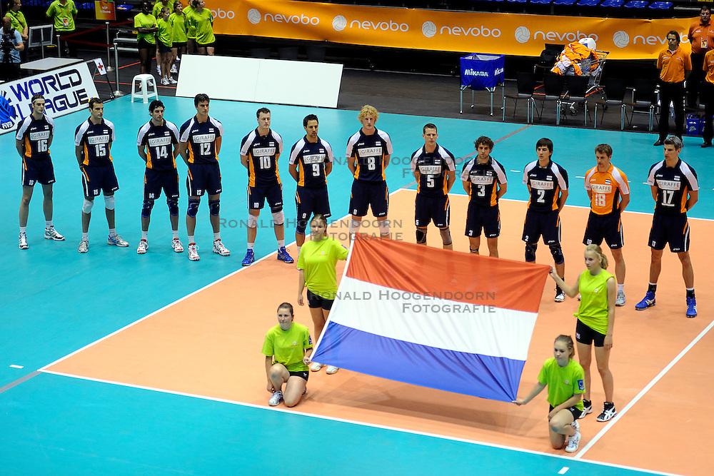 29-05-2010 VOLLEYBAL: EK KWALIFICATIE MACEDONIE - NEDERLAND: ROTTERDAM<br /> Nederland verslaat Macedonie met 3-0 / Line up Nederland<br /> &copy;2010-WWW.FOTOHOOGENDOORN.NL
