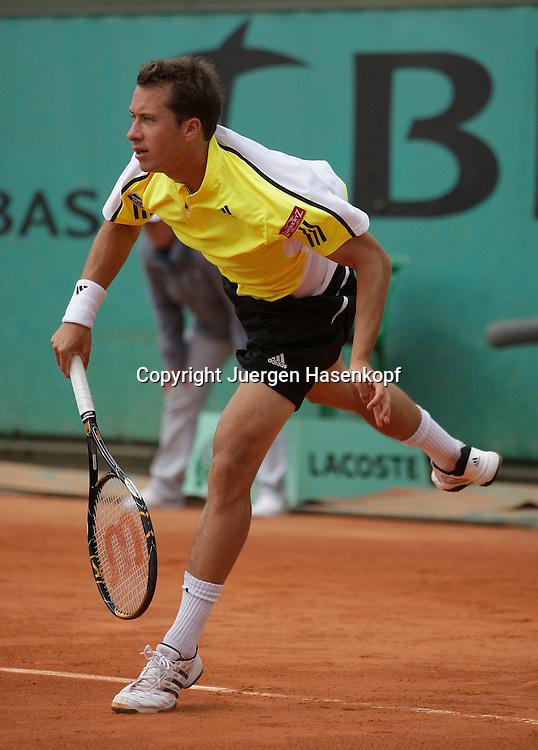 French Open 2009, Roland Garros, Paris, Frankreich,Sport, Tennis, ITF Grand Slam Tournament,<br /> Philipp Kohlschreiber (GER),Aufschlag<br /> <br /> Foto: Juergen Hasenkopf