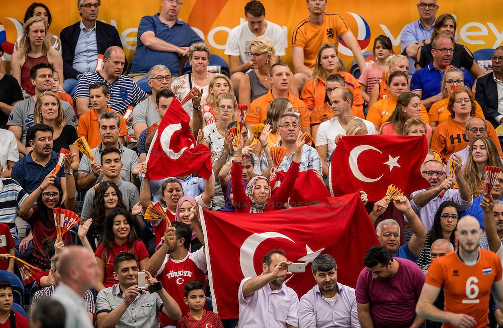 25-09-2016 NED: EK Kwalificatie Nederland - Turkije, Koog aan de Zaan<br /> Turks support publiek