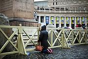 ROMA. UN FEDELE PREGHA IN PIAZZA SAN PIETRO NEL GIORNO DELLA VEGLIA DI PREGHIERA IN OCCASIONE DELLA BEATIFICAZIONE DI PAPA GIOVANNI PAOLO II;