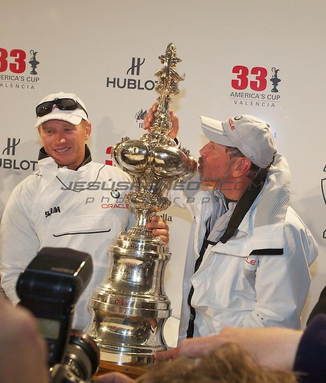 33 americas cup,33 Americas Cup, Oracle giant trimaran with wingsail beats Alinghi Catamaran.Larry Ellison