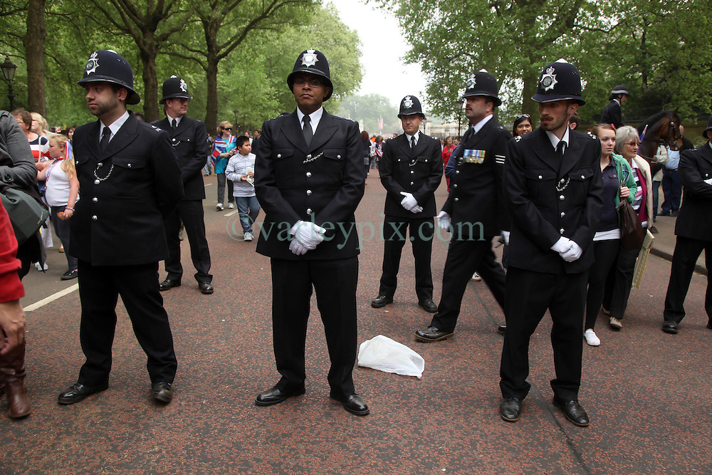 29 April 2011. London, England..Royal wedding day. Police begin to restore order to the streets around Buckingham Palace following the Royal family's appearance on the balcony..Photo; Charlie Varley.