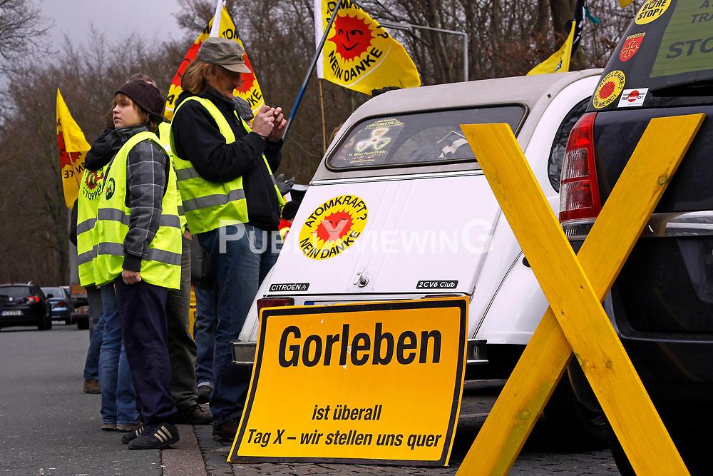 Am 25.02.2012 fand ein Autokorso von Herford zum AKW Grohnde statt, um gegen den bevorstehenden Straßentransport von MOX-Brennelementen nach Grohnde zu protestieren. An der Aktion beteiligten sich rund 50 Menschen aus verschiedenen Anti-Atom-Initiativen.