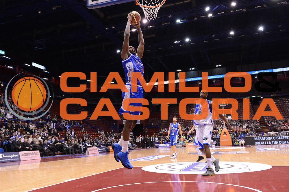 DESCRIZIONE : Milano Coppa Italia Final Eight 2013 Quarti di Finale Banco di Sardegna Sassari Enel Brindisi<br /> GIOCATORE : Cedric Simmons<br /> CATEGORIA : tiro penetrazione schiacciata<br /> SQUADRA : Banco di Sardegna Sassari Enel Brindisi<br /> EVENTO : Beko Coppa Italia Final Eight 2013<br /> GARA : Banco di Sardegna Sassari Enel Brindisi<br /> DATA : 08/02/2013<br /> SPORT : Pallacanestro<br /> AUTORE : Agenzia Ciamillo-Castoria/C.De Massis<br /> Galleria : Lega Basket Final Eight Coppa Italia 2013<br /> Fotonotizia : Milano Coppa Italia Final Eight 2013 Quarti di Finale Banco di Sardegna Sassari Enel Brindisi<br /> Predefinita :