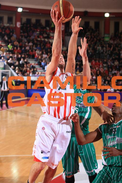 DESCRIZIONE : Teramo Lega A 2009-10 Banca Tercas Teramo Air Avellino<br /> GIOCATORE : Drake Diener<br /> SQUADRA : Banca Tercas Teramo<br /> EVENTO : Campionato Lega A 2009-2010<br /> GARA : Banca Tercas Teramo Air Avellino<br /> DATA : 06/12/2009<br /> CATEGORIA : tiro<br /> SPORT : Pallacanestro<br /> AUTORE : Agenzia Ciamillo-Castoria/M.Carelli<br /> Galleria : Lega Basket A 2009-2010 <br /> Fotonotizia : Teramo Campionato Italiano Lega A 2009-2010 Banca Tercas Teramo Air Avellino<br /> Predefinita :