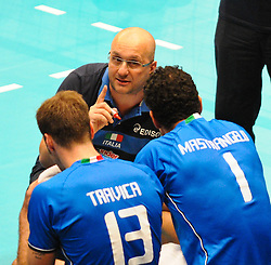 17.09.2011, Stadthalle, Wien, AUT, CEV, Europaeische Volleyball Meisterschaft 2011, Halbfinale, Italien vs Polen, im Bild Mauro Berruto, (ITA, Headcoach) und Dragan Travica, (ITA, #13, Setter) und Luigi Mastrangelo, (ITA, #1, Middle-Blocker) // during the european Volleyball Championship Semi Final Italy vs Poland, at Stadthalle, Vienna, 2011-09-17, EXPA Pictures © 2011, PhotoCredit: EXPA/ M. Gruber