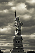 Black and white pic of the Liberty Statue, New York.