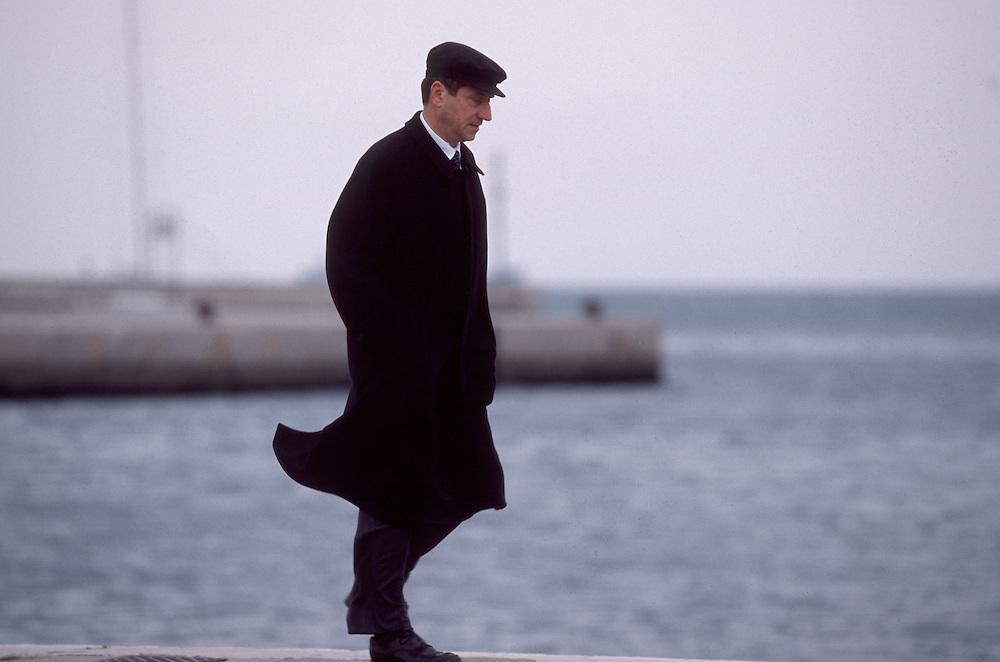 04 DEC 1995 - Trieste - Claudio Magris, scrittore e germanista - Lungo il Molo Audace -  -  Italian writer Claudio Magris.