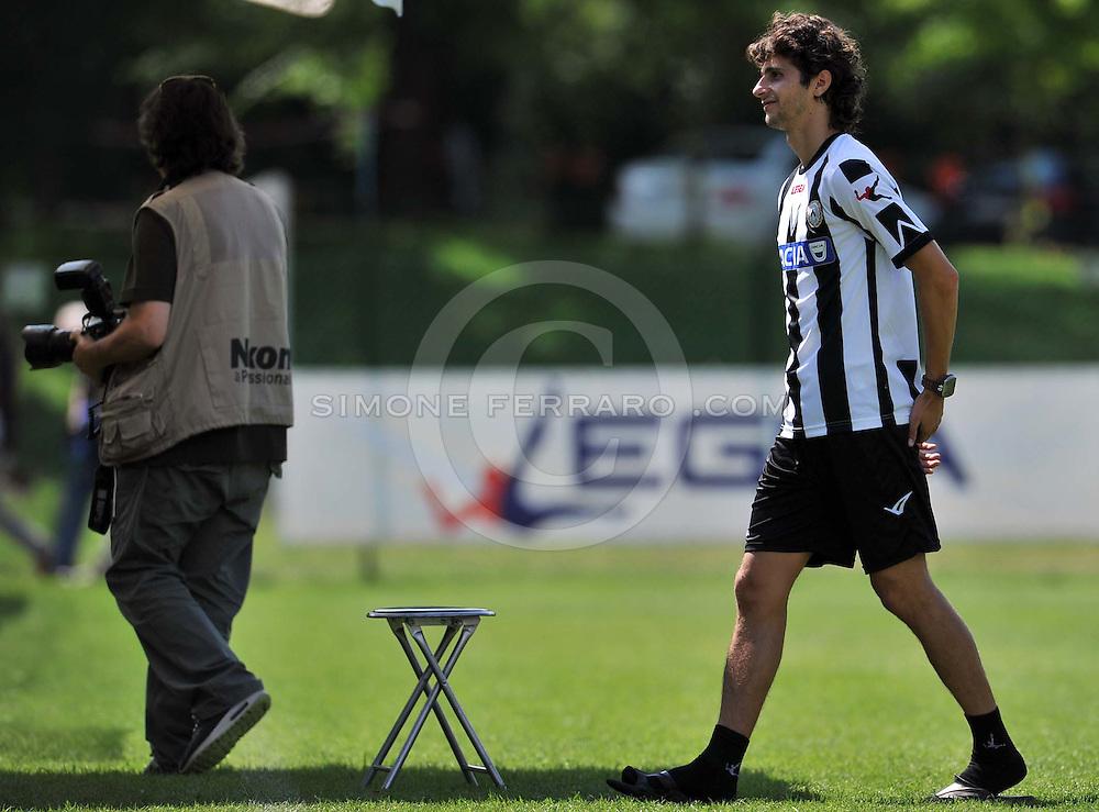 Arta Terme (UD), 27/07/2011.Campionato di calcio Serie A 2011/2012.Diego Fabbrini posa con la nuova maglia per il fotografo delle Figurine Panini..© foto di Simone Ferraro