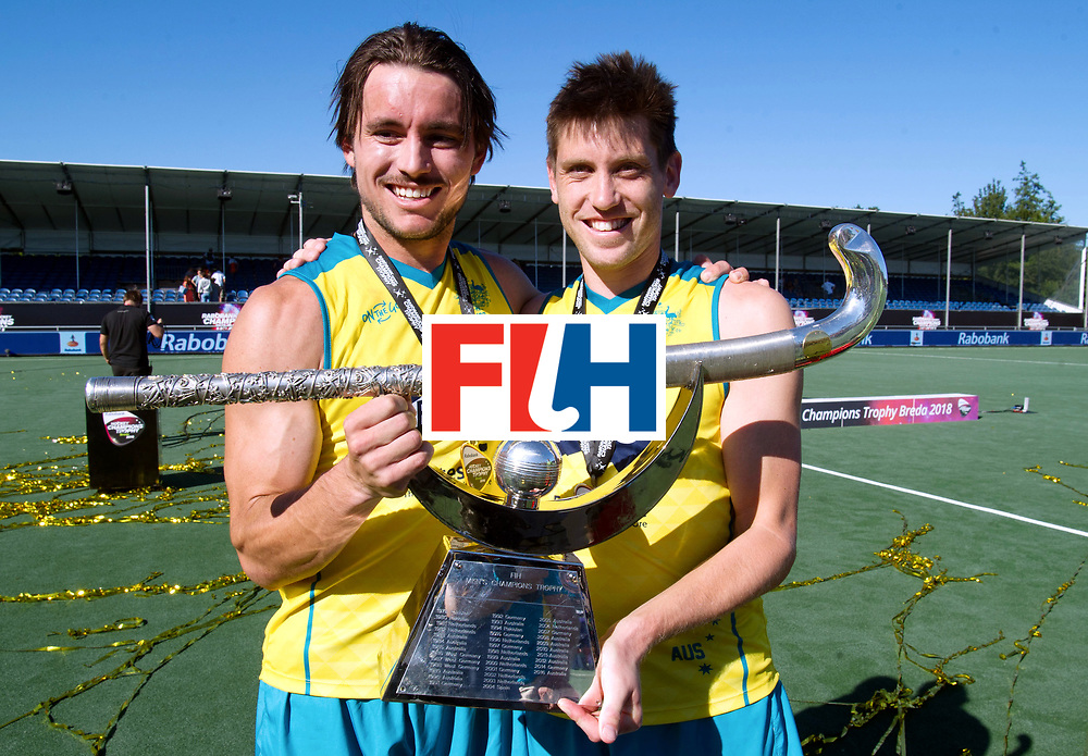 BREDA - Rabobank Hockey Champions Trophy<br /> Final Australia - India<br /> Australia won after shoot outs.<br /> Photo: Eddy Oc kenden and the trophy.<br /> COPYRIGHT WORLDSPORTPICS FRANK UIJLENBROEK