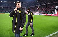 Fussball  DFB Pokal  Achtelfinale  2017/2018   FC Bayern Muenchen - Borussia Dortmund        20.12.2017 Trainer Peter Stoeger (re, Borussia Dortmund) und BVB Pressesprecher Sascha Fligge (li)