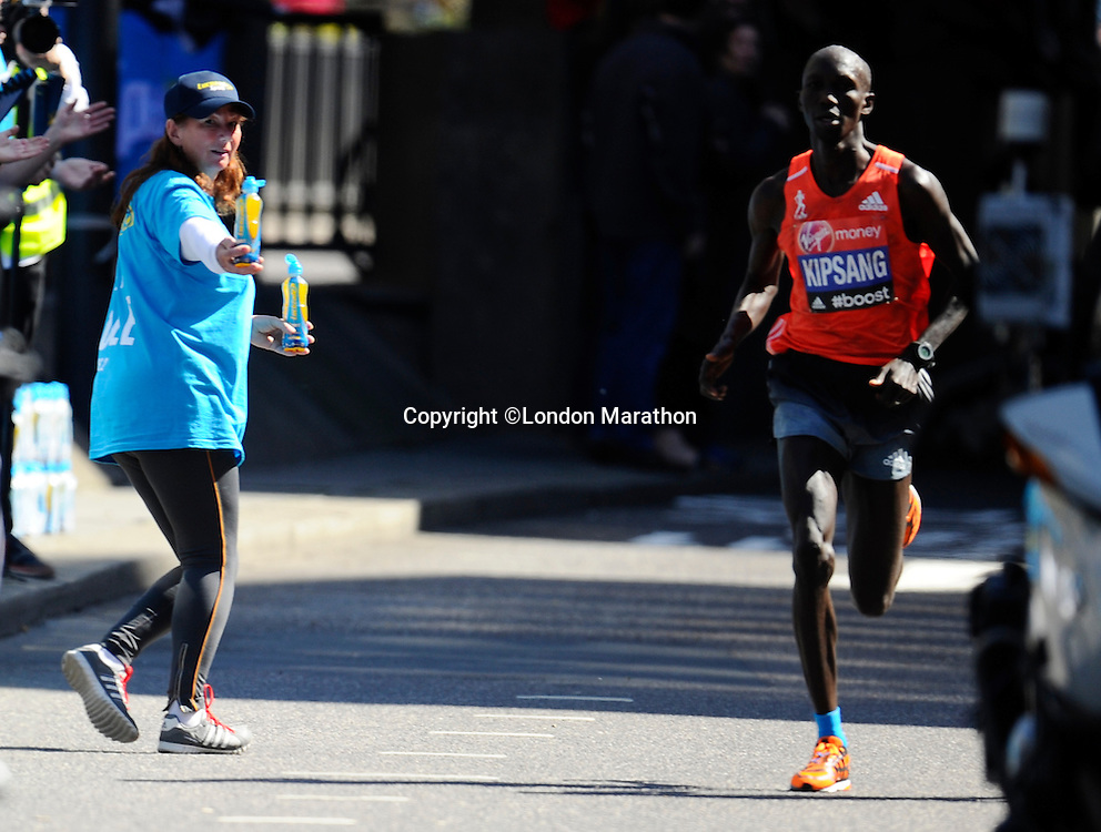 Lucozade Sport Wilson Kipsang en route to his win in the Elite Men's race<br /> The Virgin Money London Marathon 2014<br /> 13 April 2014<br /> Photo: Javier Garcia/Virgin Money London Marathon<br /> media@london-marathon.co.uk