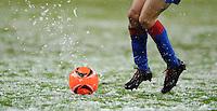 FUSSBALL   EUROPA LEAGUE   SAISON 2010/2011  GRUPPE B  Bayer 04 Leverkusen - Atletico Madrid                16.12.2010 Fussball Allgemein: Roter Ball auf schneebedeckten Rasen