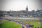 Nederland, the Netherlands, Nijmegen, 18-7-2017 Vandaag startten om 4 uur de eerste lopers van de 101e 4daagse. Via de Waalbrug ging het naar de Betuwe. Voor het eerst gingen de lopers op deze eerste dag precies andersom als voorheen. Hierdoor komt de gevreesde Oosterhoutse dijk in het begin van het parcours te liggen, en niet op het eind wat vaak tot veel uitvallers leidde vanwege het lange en saaie stuk zonder schaduw tegen de zon. Dag van Elst. Stevenstoren en stevenskerk. Foto: Flip Franssen