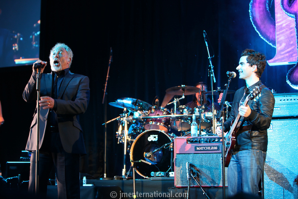Sir Tom Jones With Kelly Jones