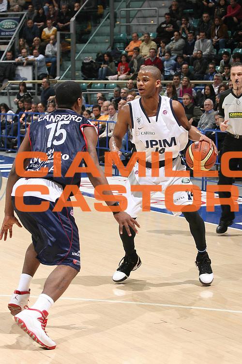 DESCRIZIONE : Bologna Lega A1 2007-08 Upim Fortitudo Bologna Angelico Biella<br /> GIOCATORE : Joseph Forte<br /> SQUADRA : Upim Fortitudo Bologna<br /> EVENTO : Campionato Lega A1 2007-2008 <br /> GARA : Upim Fortitudo Bologna Angelico Biella<br /> DATA : 09/03/2008<br /> CATEGORIA : Palleggio<br /> SPORT : Pallacanestro <br /> AUTORE : Agenzia Ciamillo-Castoria/M.Marchi