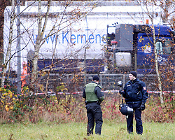 08.11.2010, Castortransport 2010, Dannenberg, GER, Die Castoren werden im Verladebahnhof Dannenberg auf den LKW Transport vorbereitet die Polizei ueberwacht das Gelaende, EXPA Pictures © 2010, PhotoCredit: EXPA/ nph/  Kohring+++++ ATTENTION - OUT OF GER +++++