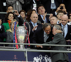 28.05.2011, Wembley Stadium, London, ENG, UEFA CHAMPIONSLEAGUE FINALE 2011, FC Barcelona (ESP) vs Manchester United (ENG), im Bild Michel Platini Hugs Sir Alex Fergusson Manager of Manager United  Sir Alex Fergusson Manager of Manager United- UEFA  Champions League Final between Barcelona and Manchester United at the Wembley Stadium  in London    on 28/05/2011, EXPA Pictures © 2011, PhotoCredit: EXPA/ IPS/ M. Pozzetti *** ATTENTION *** UK AND FRANCE OUT!