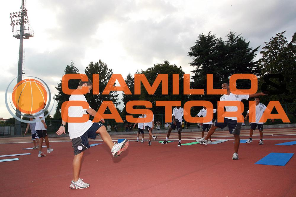 DESCRIZIONE : Biella Lega A 2009-10 Basket Raduno Angelico Biella<br /> GIOCATORE : Joe Smith Gigi Talamanca Squadra Team<br /> SQUADRA : Angelico Biella<br /> EVENTO : Campionato Lega A 2009-2010 <br /> GARA : <br /> DATA : 26/08/2009<br /> CATEGORIA : Riscaldamento<br /> SPORT : Pallacanestro <br /> AUTORE : Agenzia Ciamillo-Castoria/S.Ceretti<br /> Galleria : Lega Basket A 2009-2010 <br /> Fotonotizia : Biella Lega A 2009-10 Basket Raduno Angelico Biella<br /> Predefinita :