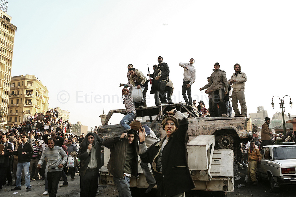 Violent clashes between pro and anti Mubarak in Tahrir Square.<br /> Anti Mubarak demonstrators throw rocks against Egyptian president supporters who went to the square to confront the protesters. 02 February 2011.