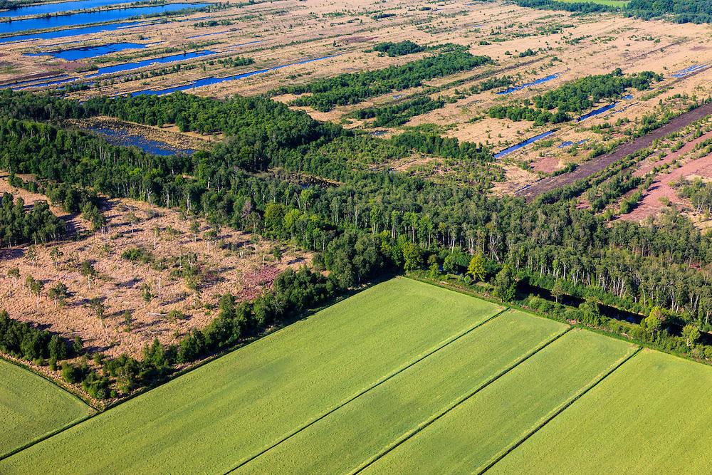 Nederland, Noord-Brabant, Gemeente Deurne, 27-05-2013; Deurnsche Peel, tussen Griendtsveen en Helenaveen. Het Kanaal van Deurne diagonaal en door bomen omzoomd. Linksonder landbouwgrond Siberie - ontgonnen veen.<br /> Remainders of (reclaimed) peatland and bog, known as the Peel.<br /> luchtfoto (toeslag op standard tarieven)<br /> aerial photo (additional fee required)<br /> copyright foto/photo Siebe Swart