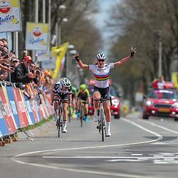 15-04-2018: Wielrennen: Amstel Gold race women: Valkenburg<br />De Amstel Gold Race voor vrouwen is gewonnen door Chantal Blaak. De wereldkampioene - vorige week nog succesvol met dagwinst in de Healthy Ageing Tour - versloeg Lucinda Brand (tweede) en Amanda Spratt (derde).