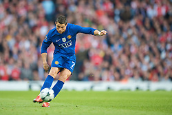 LONDON, ENGLAND - Tuesday, May 5, 2009: Manchester United's Cristiano Ronaldo scores the second goal from a free-kick against Arsenal during the UEFA Champions League Semi-Final 2nd Leg match at the Emirates Stadium. (Photo by David Rawcliffe/Propaganda)