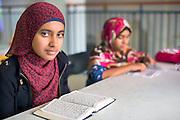 À la mosquée Baitul Mukarram, la plupart des fidèles viennent de pays musulmans d'Asie (Bangladesh, Pakistan), et d'Afrique. Les enfants vont généralement dans les écoles publiques de Montréal, d'autres fréquentent des écoles privées musulmanes.