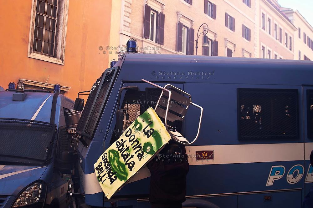 Roma 14 Dicembre 2010.<br /> Manifestazione contro il Governo Berlusconi. I manifestanti assaltono i mezzi della polizia  a Corso Rinasciamento.<br /> Rome December 14, 2010.<br /> Demonstration against the Berlusconi government. Protesters attack police  at Corso Rinasciamento.