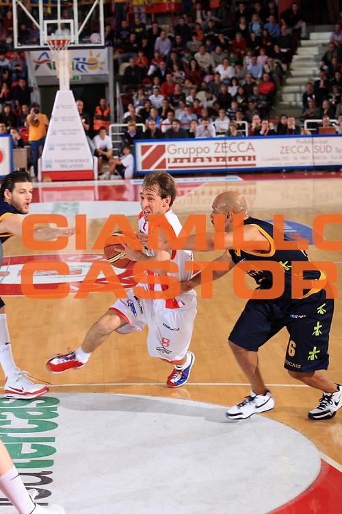 DESCRIZIONE : Teramo Lega A 2008-09 Bancatercas Teramo Premiata Montegranaro<br /> GIOCATORE : Giuseppe Poeta<br /> SQUADRA : Bancatercas Teramo <br /> EVENTO : Campionato Lega A 2008-2009<br /> GARA : Bancatercas Teramo Premiata Montegranaro<br /> DATA : 26/04/2009<br /> CATEGORIA : palleggio<br /> SPORT : Pallacanestro<br /> AUTORE : Agenzia Ciamillo-Castoria/M.Carelli