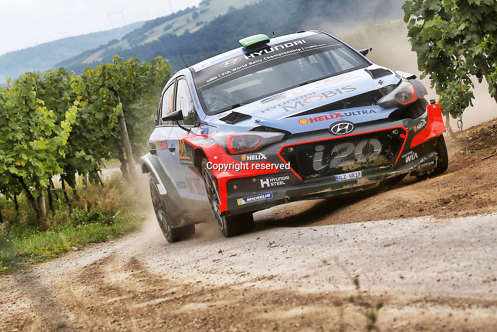 19.08.2016. Mosel, Germany. WRC ADAC rally of Germany, SS3 and SS4.  Hayden Paddon ( NZ ) - Kennard ( NZ ) Hyundai I20 with heavy front end damage
