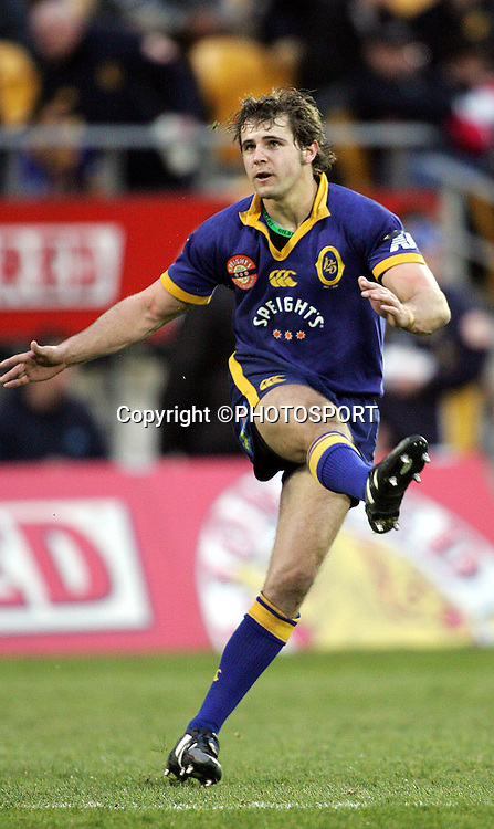Nick Evans kicks a goal for Otago during the round one Air NZ Cup rugby union match between Counties Manukau and Otago at Mt Smart Stadium, Auckland, on Saturday 29 July 2006. Photo: Andrew Cornaga/PHOTOSPORT<br /><br /><br />290706
