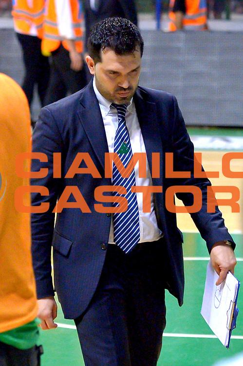 DESCRIZIONE : Milano Lega A 2013-14 Montepaschi Siena  vs EA7 Emporio Armani Milano playoff Finale gara 6<br /> GIOCATORE : Alessandro Magro<br /> CATEGORIA : Delusione<br /> SQUADRA : Montepaschi Siena<br /> EVENTO : Finale gara 6 playoff<br /> GARA : Montepaschi Siena  vs EA7 Emporio Armani Milano playoff Finale gara 6<br /> DATA : 25/06/2014<br /> SPORT : Pallacanestro <br /> AUTORE : Agenzia Ciamillo-Castoria/I.Mancini<br /> Galleria : Lega Basket A 2013-2014  <br /> Fotonotizia : Milano<br /> Lega A 2013-14 Montepaschi Siena  vs EA7 Emporio Armani Milano playoff Finale gara 6<br />  Predefinita :