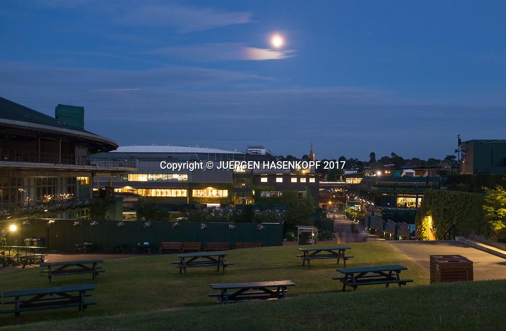 Wimbledon Feature, Uebersicht  der Anlage vom Huegel bei Vollmond,Nachtaufnahme,<br /> <br /> Tennis - Wimbledon 2017 - Grand Slam ITF / ATP / WTA -  AELTC - London -  - Great Britain  - 7 July 2017.