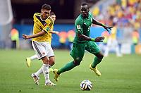 v.l. Teofilo Gutierrez, Cheik Tiote (Elfenbeinkueste)<br /> Fussball, FIFA WM 2014 Vorrunde, <br /> Colombia - Elfenbenskysten<br /> Norway only
