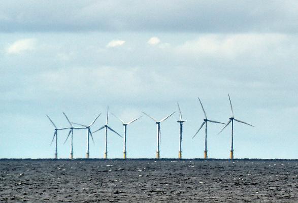 Nederland, the netherlands, Velsen, 12-6-2018 Zicht vanuit de duinen op een windmolenpark in zee . Foto: Flip Franssen