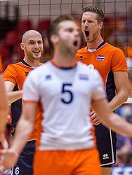 05-06-2016 NED: Nederland - Duitsland, Doetinchem<br /> Nederland speelt de laatste oefenwedstrijd ook in  Doetinchem en speelt gelijk 2-2 in een redelijk duel van beide kanten / Jasper Diefenbach #6, Kay van Dijk #12.
