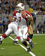 Arizona Cardinals quarterback Matt Leinart (7)rolls out looking down field against St. Louis at the Edward Jones Dome in St. Louis, Missouri, December 3, 2006.  The Cardinals beat the Rams 34-20.<br />