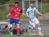 Mathias Lang Andersen (Slagelse) følges af Anders Holst (FC Helsingør) under kampen i 2. Division mellem Slagelse B&I og FC Helsingør den 6. oktober 2019 på Slagelse Stadion (Foto: Claus Birch).