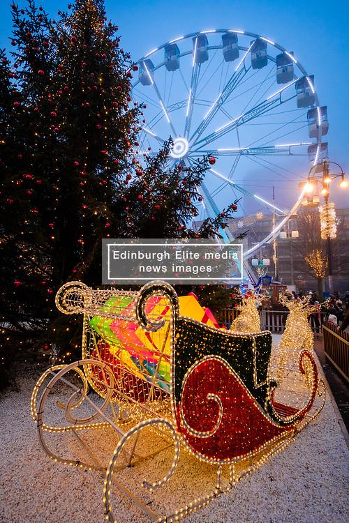A misty funfair in Glasgow's' George Square on 23rd December 2018<br /> <br /> (c) Andrew Wilson   Edinburgh Elite media