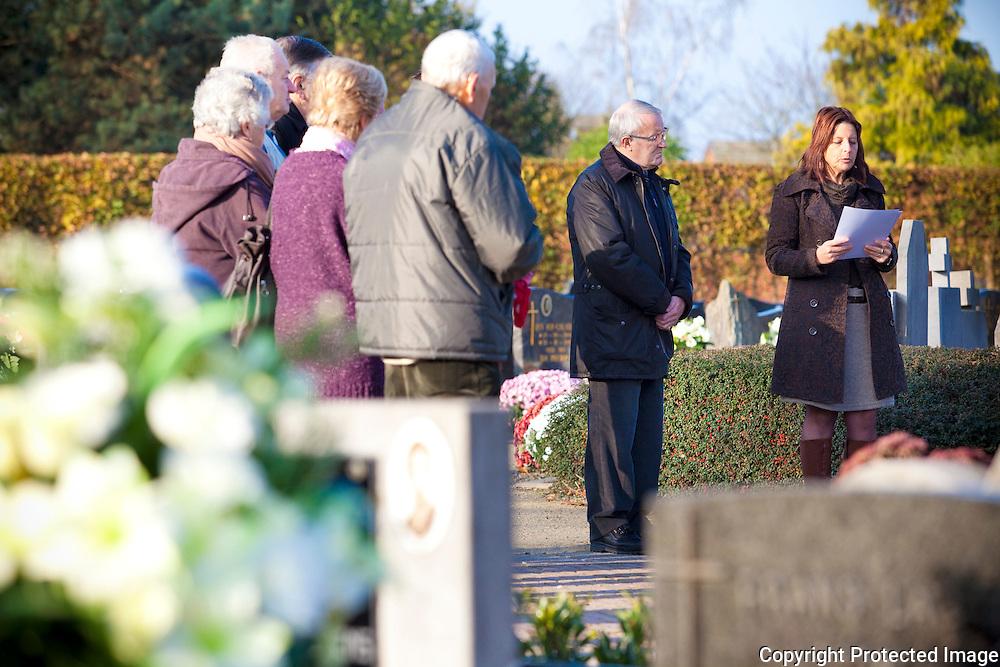 369134-herdenking wapenstilstand aan oorlogmonument kerkhof Zoerle-Parwijs-Zandstraat