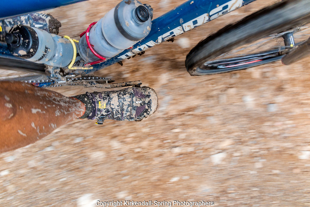 BC00621-00...BRITISH COLUMBIA - Mud spattered lesg, shoes and bike on the Elk River Road section of the Great Divide Route