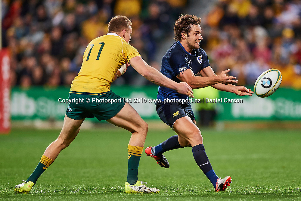 Nicolás Sánchez of the The Pumas (Argentina) passes the ball during the Rugby Championship test match between the Australian Qantas Wallabies and Argentina's Los Pumas from NIB Stadium - Saturday 17th September 2016 in Perth, Australia. © Copyright Photo by Daniel Carson / www.photosport.nz)