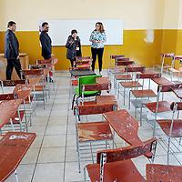 TOLUCA, Mexico.- La secretaria de educacion, Ana Lilia Herrera Anzaldo, entregó mobiliario y equipo de computo a la Secundaria Oficial Número uno Miguel Hidalgo. Agencia MVT / Especial Seduc
