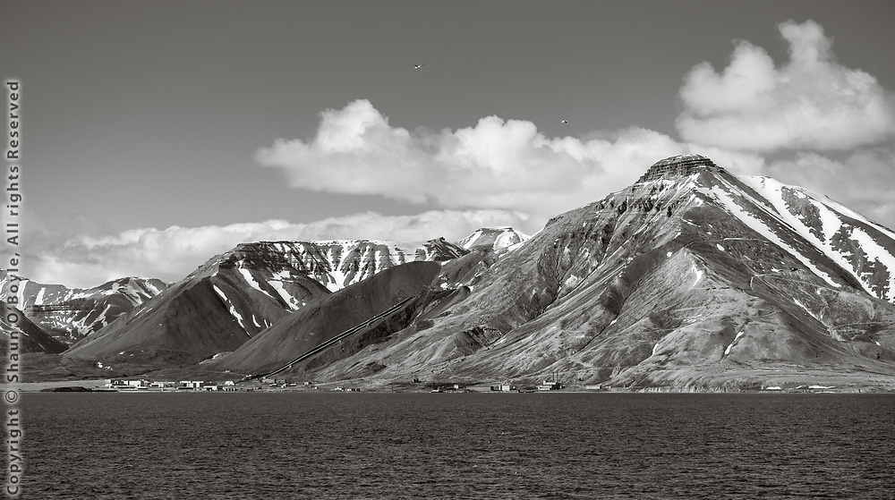 Approach to Pyramiden and Pyramiden Mountain