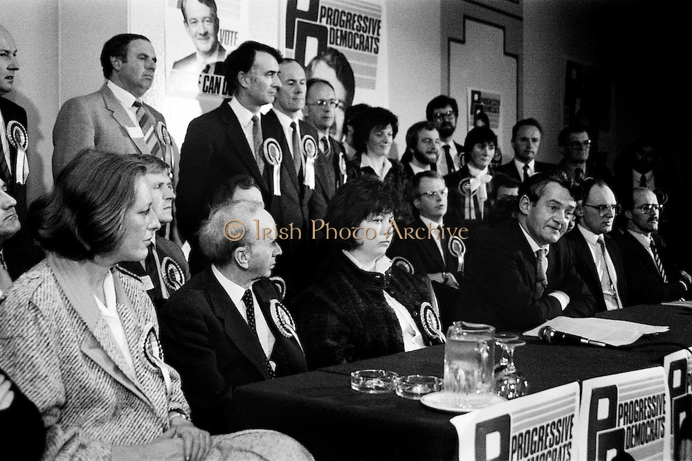 In advance of the general election, the Progressive Democrats party launches its election manifesto. Party leader Des O'Malley is surrounded by election candidates at the press conference in the Burlington Hotel, Dublin.<br /> 21 January 1987