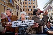 2013/04/18 Roma, proteste in piazza Montecitorio contro la mancata candidatura di Stefano Rodota' a presidente della Repubblica. Nella foto alcuni manifestanti.<br /> Rome, protests and demo in Piazza Montecitorio against the non-candidacy of Stefano Rodota ' for president . In the picture a protester holds a banner reading ' Don't do it, we don't vote for you anymore ' - &copy; PIERPAOLO SCAVUZZO