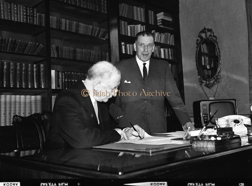 Dissolution of Dáil Eireann.  The proclaimation to dissolve the Dail was signed by President Eamon de Valera and An Taoiseach Seán Lemass at a short formal ceremony at Áras an Uachtarain..18.03.1965