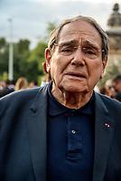 Robert Hossein<br /> &quot;Il bel mondo&quot; de Belmondo au chateau de la Buzine, qui a appartenu a Marcel Pagnol&nbsp;<br />  <br /> A partir du 30&nbsp;juin, Marseille fete Jean-Paul Belmondo avec l&rsquo;exposition au chateau de la Buzine IUne invitation a decouvrir des photos issues de la collection personnelle de l&rsquo;acteur ainsi que des pieces liees aux roles qu&rsquo;il a tenus. JP Belmondo etait present pour le vernissage et le diner de gala organise en pr&eacute;sence de quelque uns de ses amis tels que Charles Aznavour, Charles Gerard, Robert Hossein, Candice Patou, Michele Mercier, Louis Acaries ou encore Antoine Dulery, Moussa Maaskri...La soiree etait animee par Valerie&nbsp;Fedele, directrice du lieu.